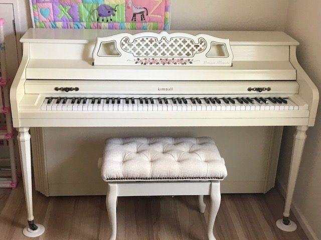 鎌倉市の大邸宅にてピアノ調律と修理イメージ2