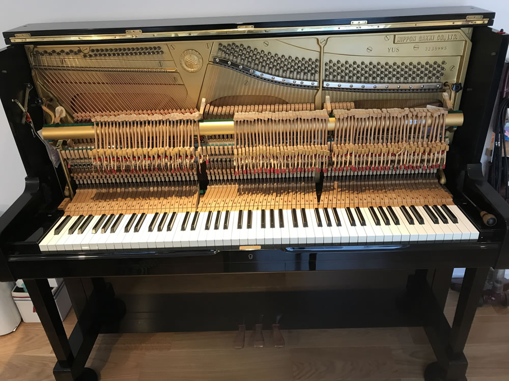 葉山の邸宅でアップライトピアノの大修理(ピアノ調律・修理)イメージ1